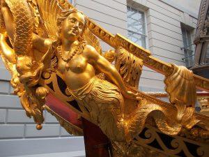 partes de un barco vocabulario terminología mascarón de proa sirena oro
